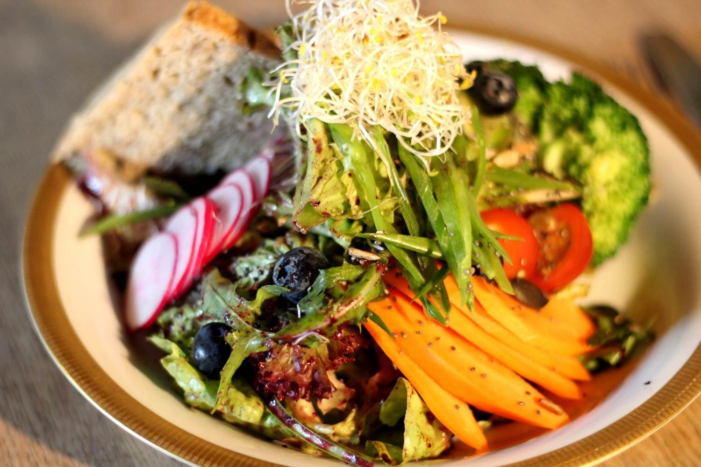 the vegan eagle veganes restaurant hamburg mit vegan koch konstantin elser. Black Bedroom Furniture Sets. Home Design Ideas